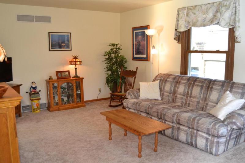 Living Room 1 (photo 5)