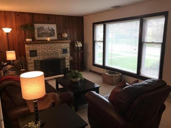 living room 1 (photo 4)