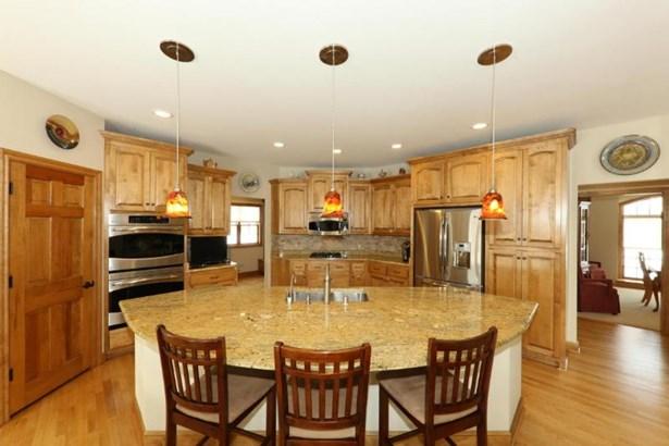 Gourmet Kitchen (photo 3)