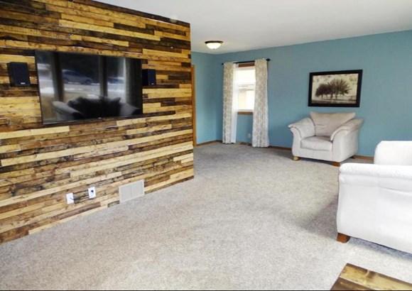 Main living room (photo 1)