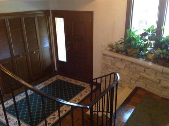 Entry (photo 3)