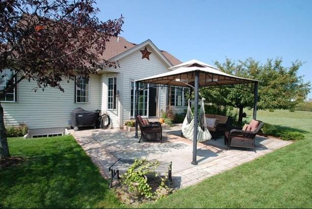 Backyard Retreat (photo 5)