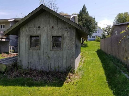 Shed in back yard (photo 5)