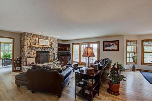 Spacious Family Room (photo 4)