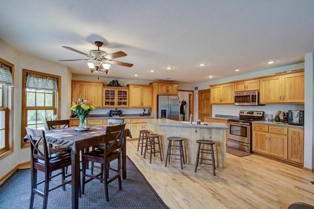 Large Open Concept Kitchen (photo 5)