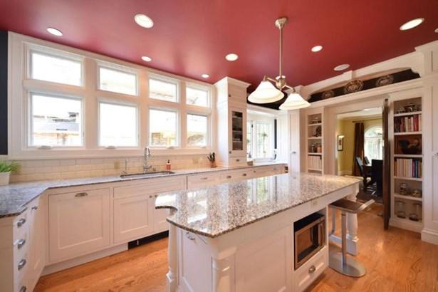 Kitchen with Center Island (photo 2)