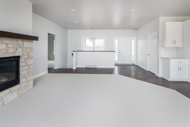 Open Concept Floor Plan (photo 2)