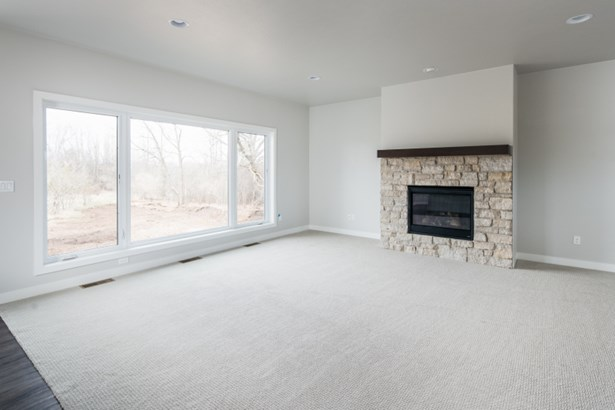 Great Room w/ Fireplace (photo 3)
