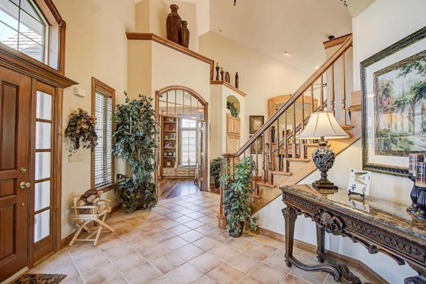 Elegant foyer (photo 4)