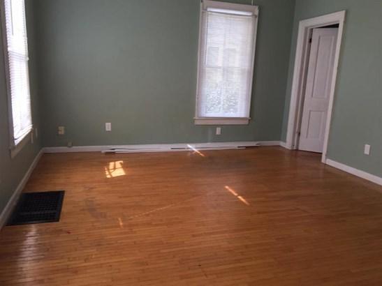 Family room. (photo 3)