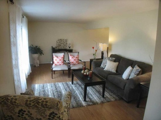 Living Room 2 (photo 3)