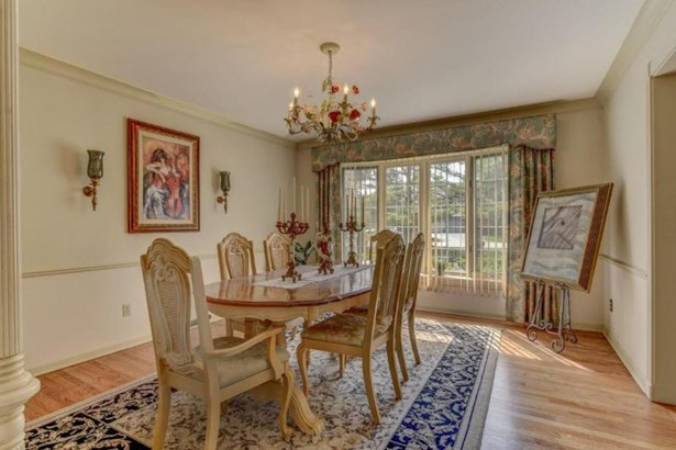 Formal Dining Room with Bow WIndow (photo 4)