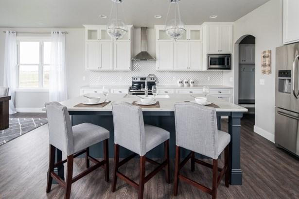 Gorgeous Kitchen w/ Appliances (photo 5)
