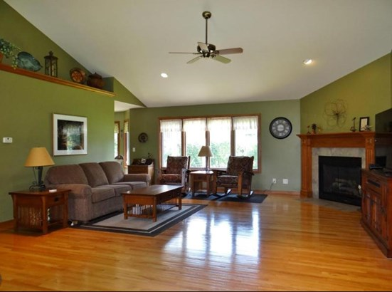 Great Room w/ Hardwood Floor (photo 3)