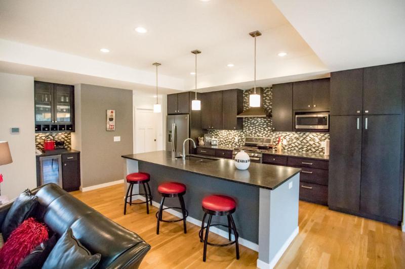 Designer Kitchen (photo 5)