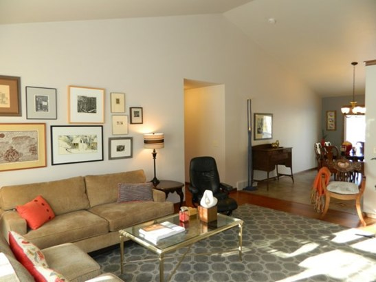 Vaulted Great Room (photo 4)