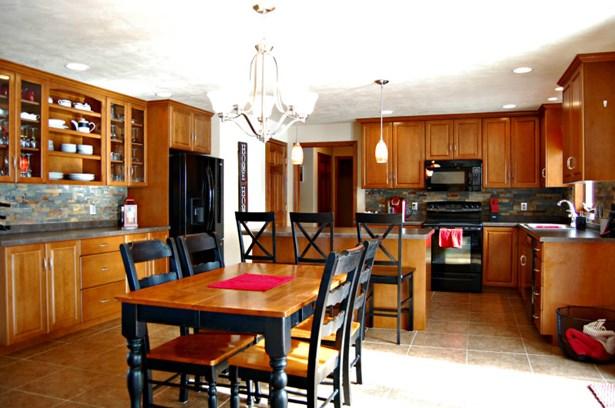 An Entertainer's Kitchen! (photo 2)