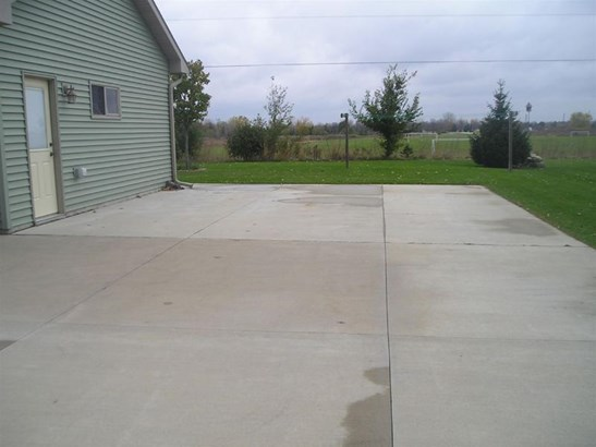 EXTRA PARKING PAD (photo 4)