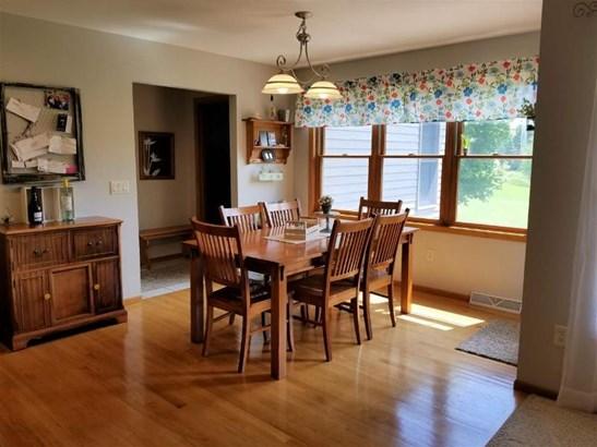 Hardwood flooring in dining area (photo 4)