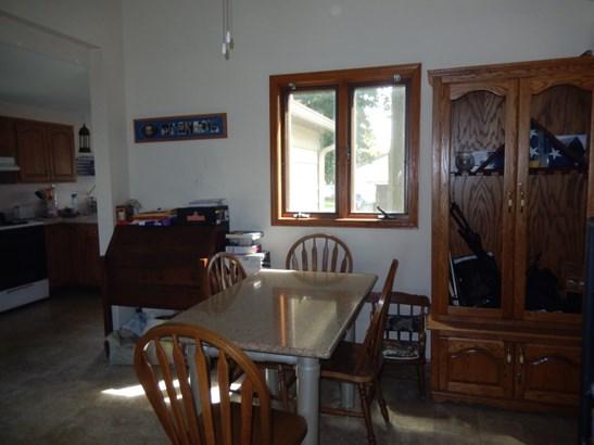 Dining area (photo 4)