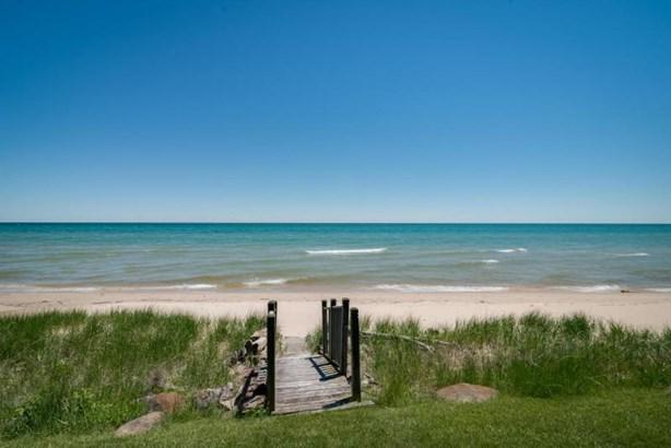 Steps to Lake Michigan (photo 5)