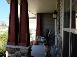 Front porch 2 (photo 3)