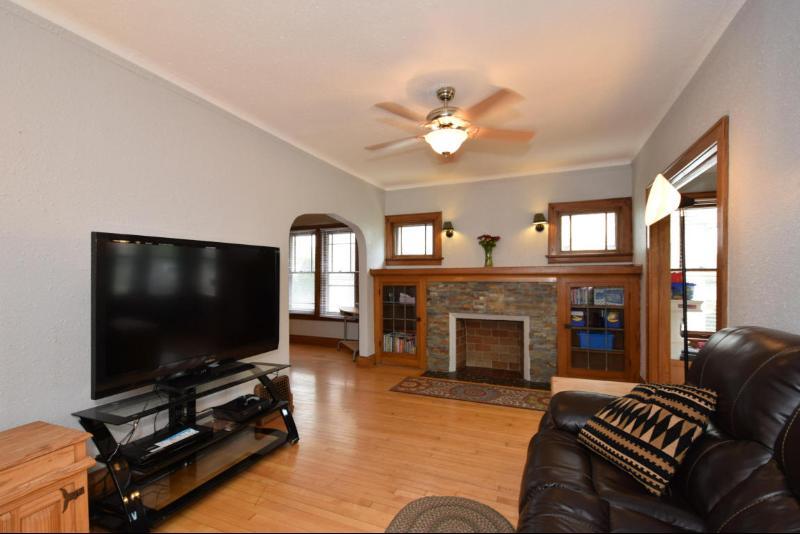 Living Room Hardwood Floors (photo 5)