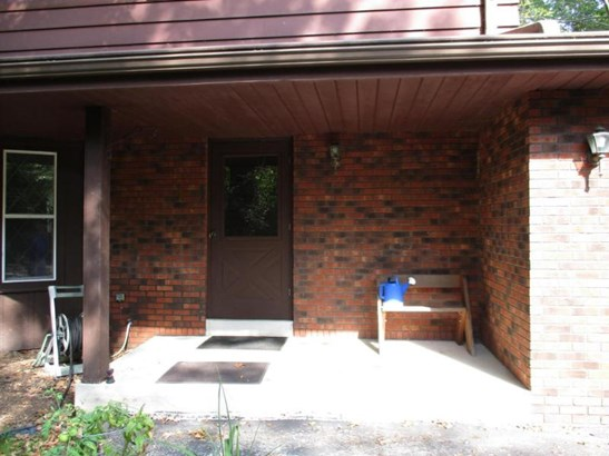 Covered front porch (photo 5)