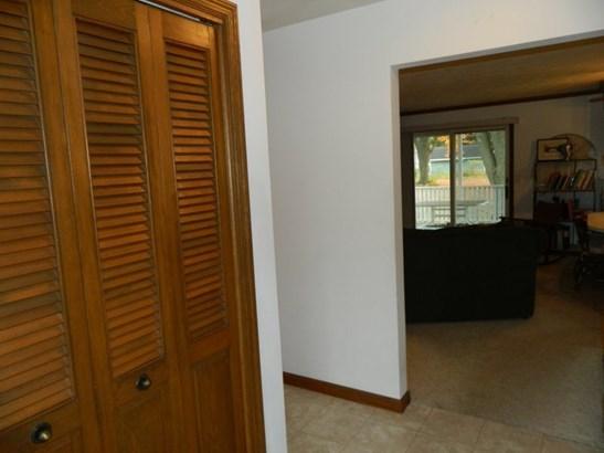 Hallway (photo 3)