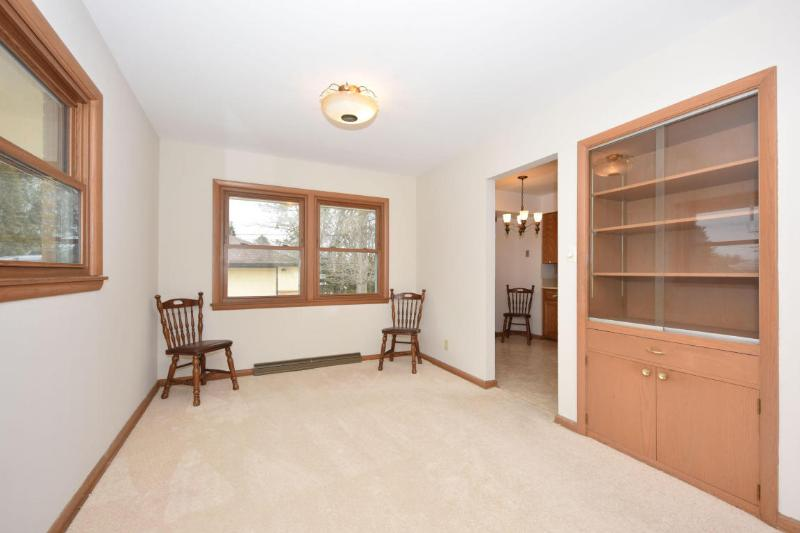 Dining Room with Built-in China Cabinet (photo 5)
