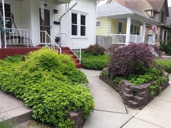 Lush front yard... (photo 3)
