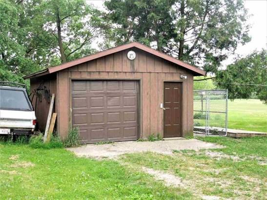 Garage (photo 5)