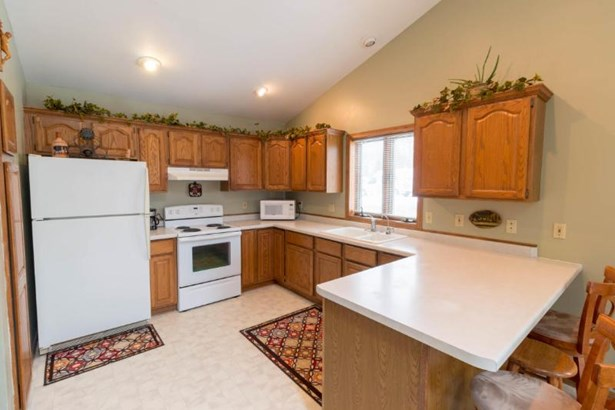 Bright Kitchen (photo 3)