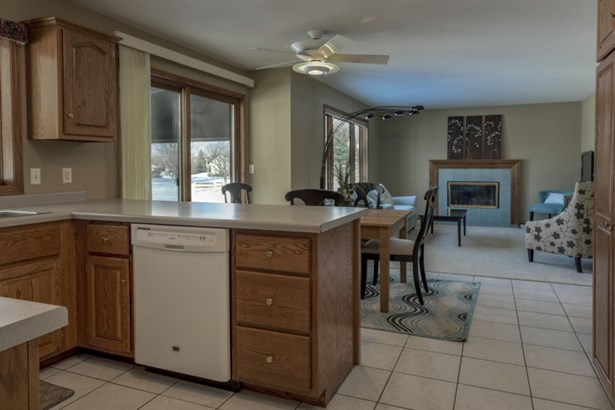 Kitchen open to Family Room (photo 5)