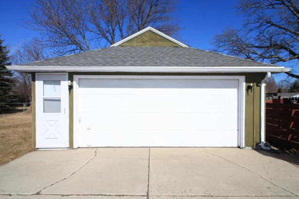 2.5 car garage (photo 3)