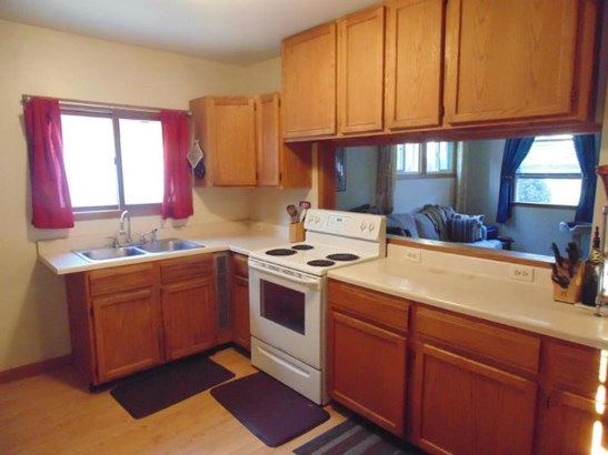 Kitchen alternate view (photo 4)