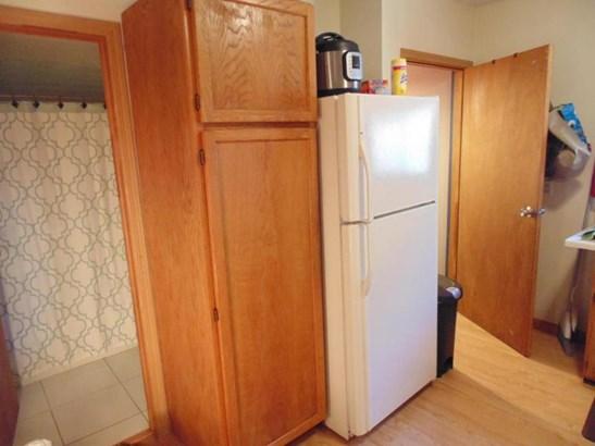 Kitchen alternate view 2 (photo 5)