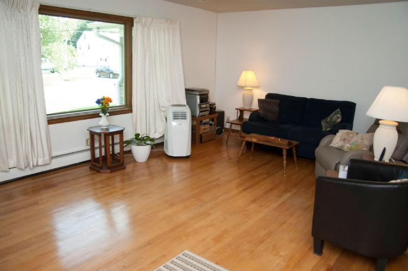 Living Room (photo 5)