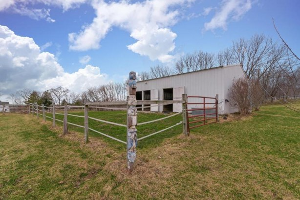30 x 36 Pole Barn w/Paddock (photo 4)