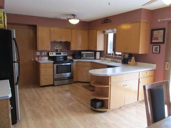Large Kitchen (photo 5)