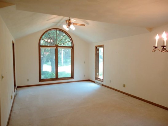 Bright and Open Living room (photo 2)