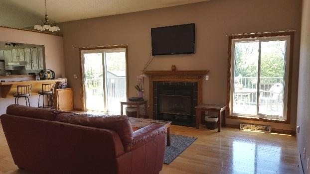 Vaulted Living Room w/fp (photo 3)