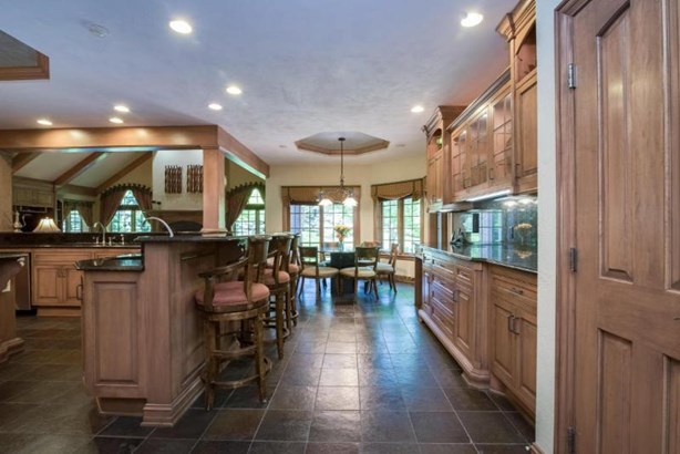 Custom Eat-In Kitchen and Snack Bar (photo 3)