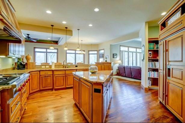 Gourmet Kitchen & Island (photo 5)