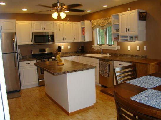 Big kitchen, lots of counters (photo 3)