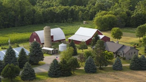 Approximately 10 acres / W7646 (photo 1)