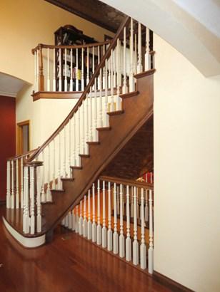 Stairway (photo 5)