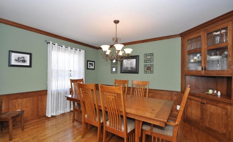 Dining Room with Built-In China Cabinet (photo 3)