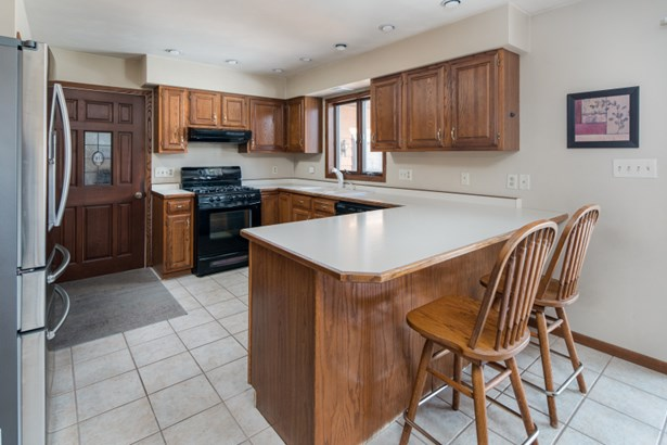 Kitchen w/ Great Storage (photo 4)