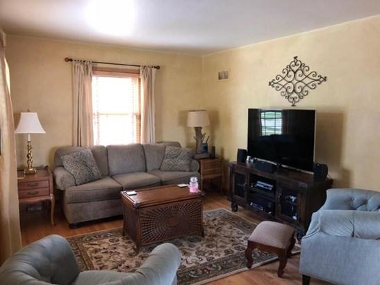 1 Living Room (photo 2)
